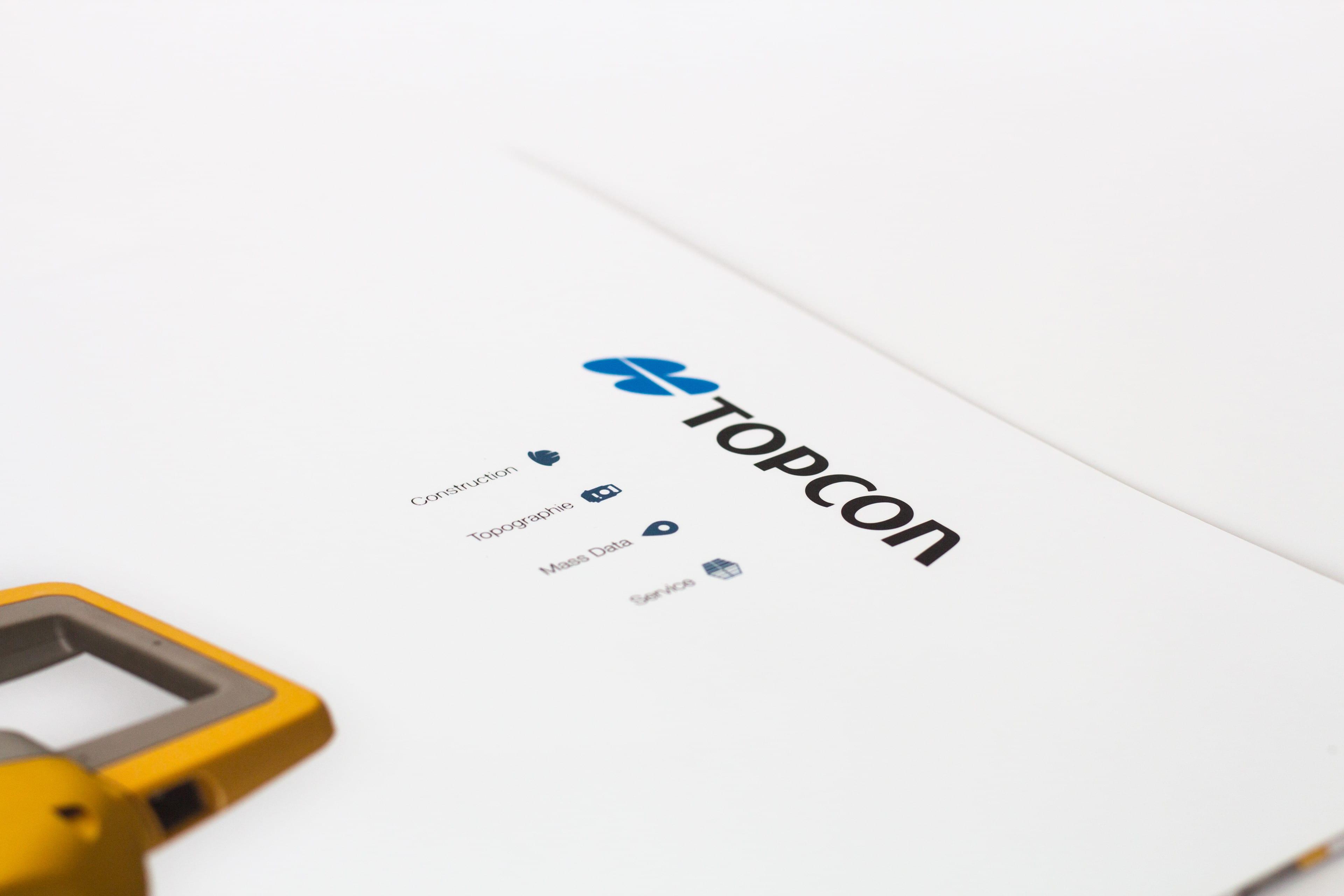 Couverture de plaquette commerciale TOPCON montrant le descriptif d'activité