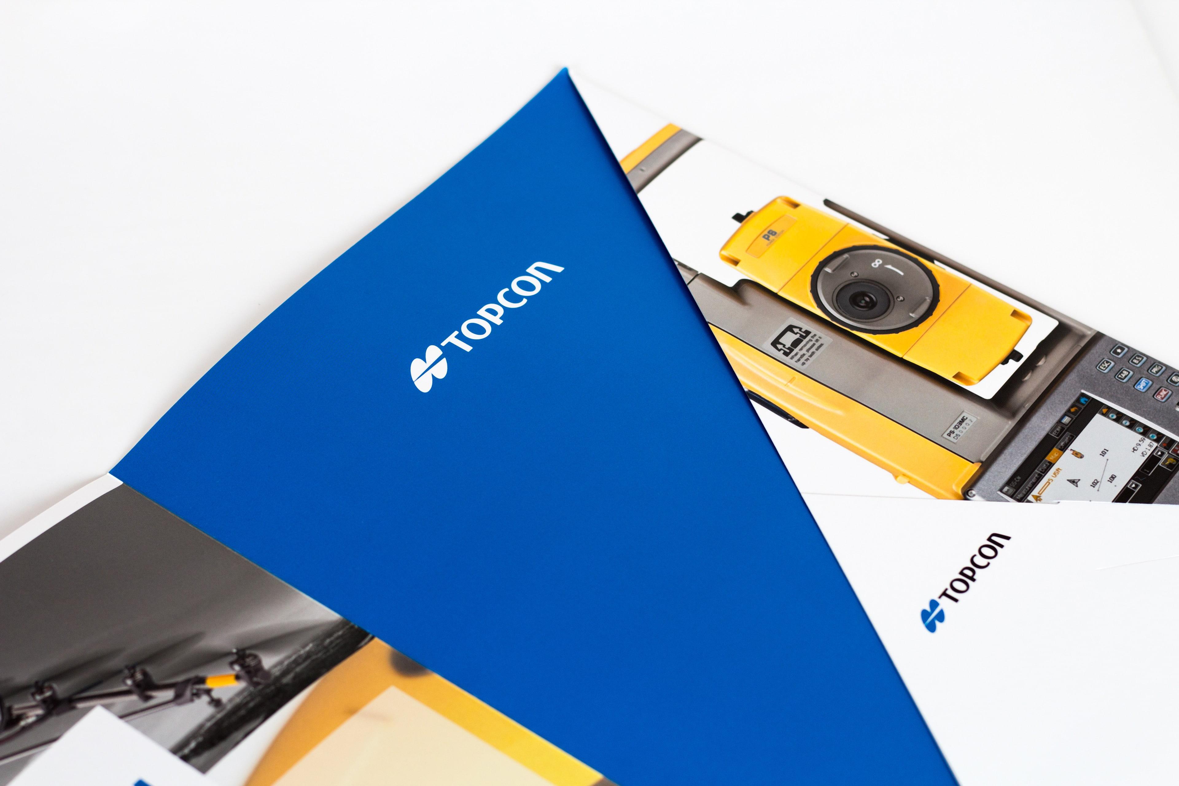Intérieur de pochette commerciale TOPCON comportant un teasing produit