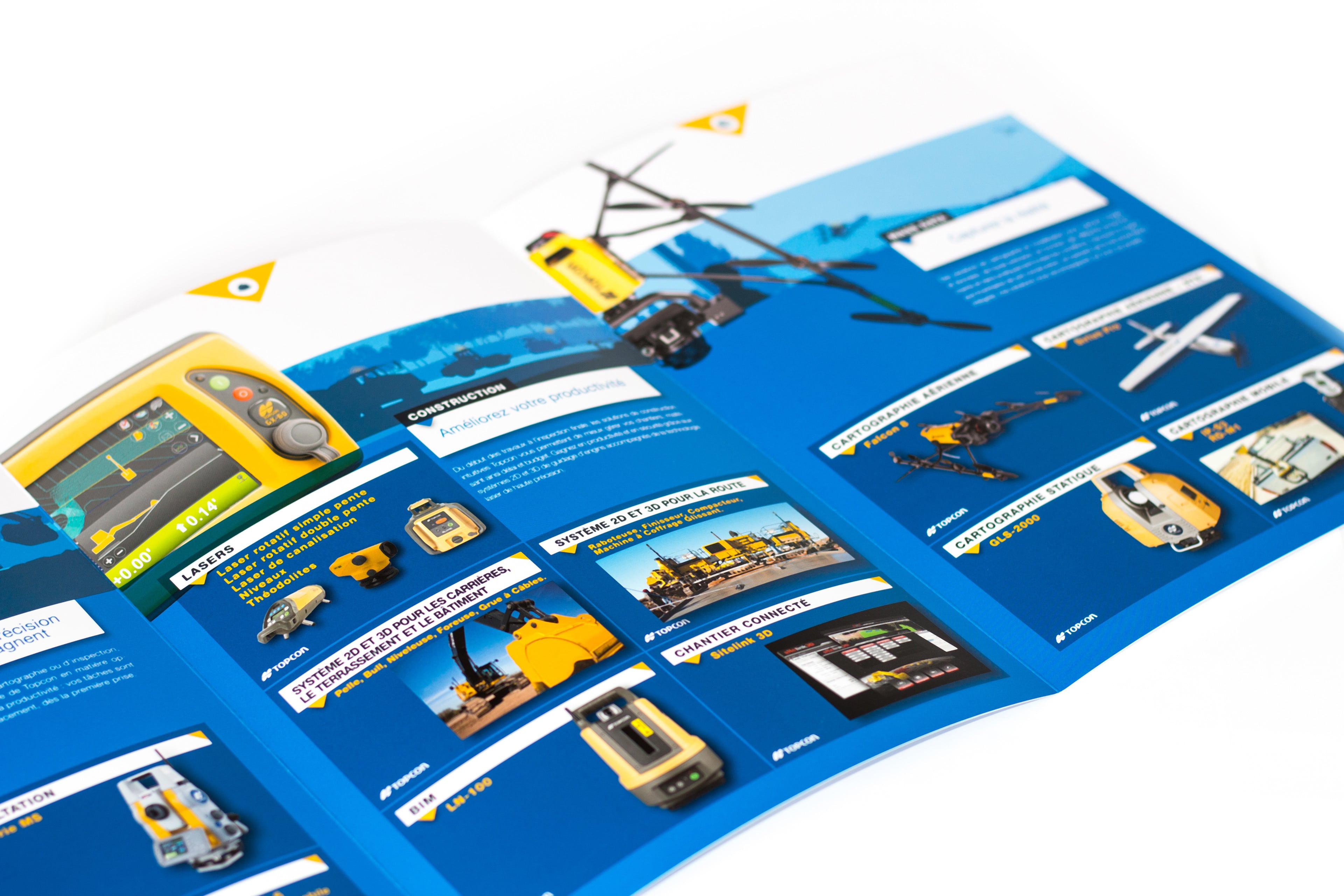 Intérieur de pochette commerciale TOPCON montrant toute la gamme