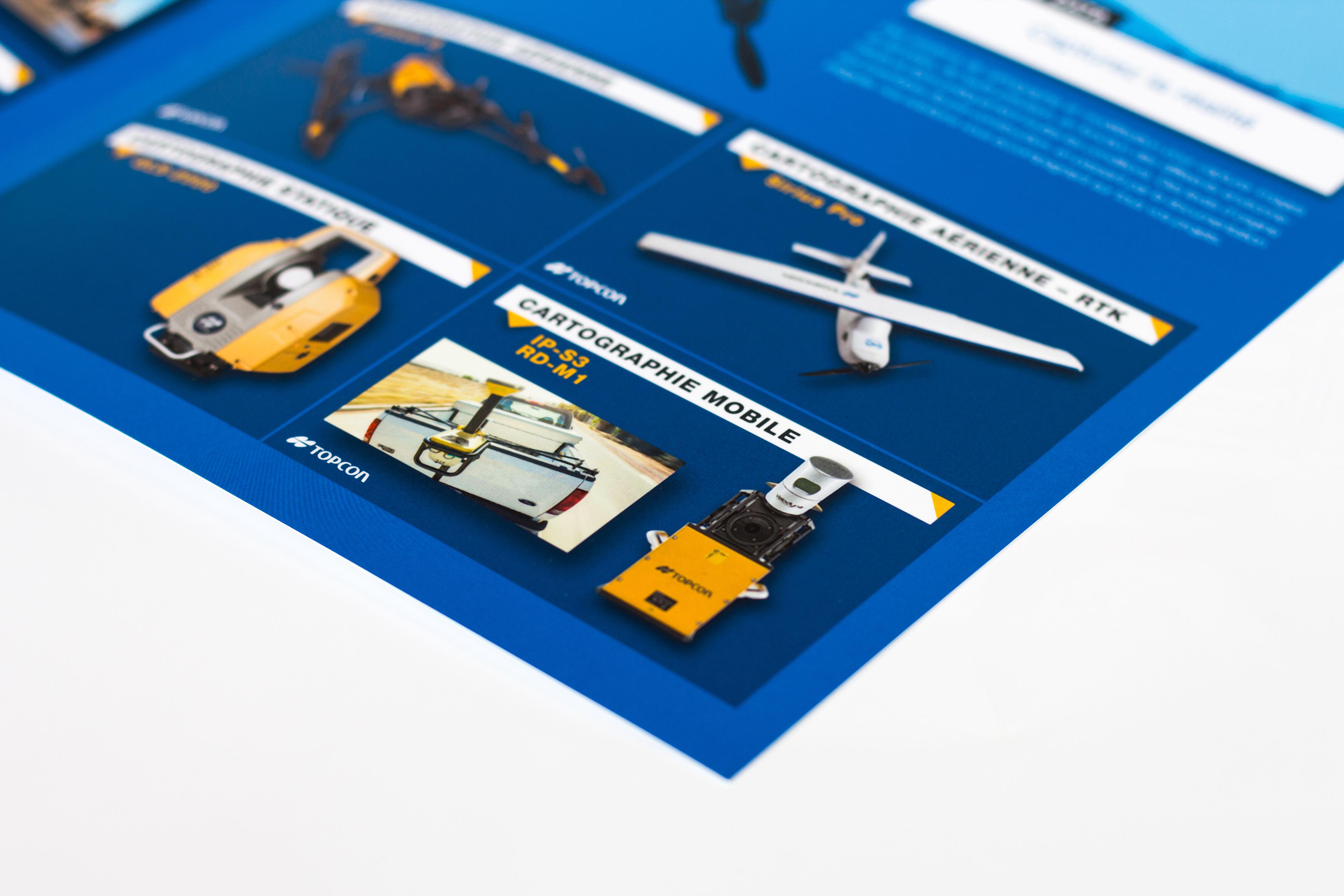 Intérieur de pochette commerciale TOPCON montrant les produits de cartographie mobile